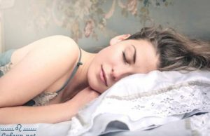 5 dangerous habits before going to bed any girl will get