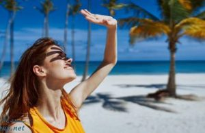 Pack a few tips to protect your skin when going to the beach this summer!