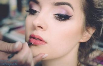 How to choose a flawless Lip gloss for your lips?