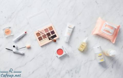 How to pack your travel makeup kit